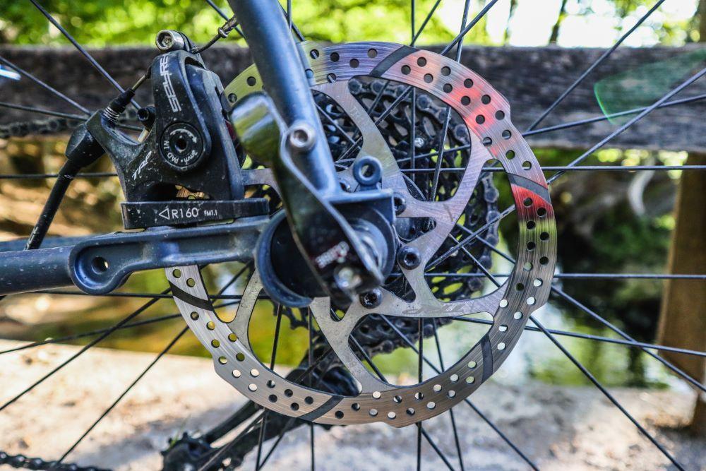Bombtrack Beyond Test mechanical rear disc brakes