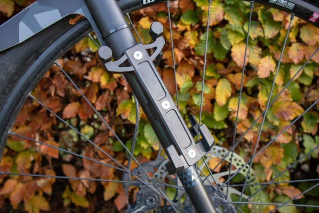 Ortlieb Fork Pack bracket mounting and attachment to the bike fork