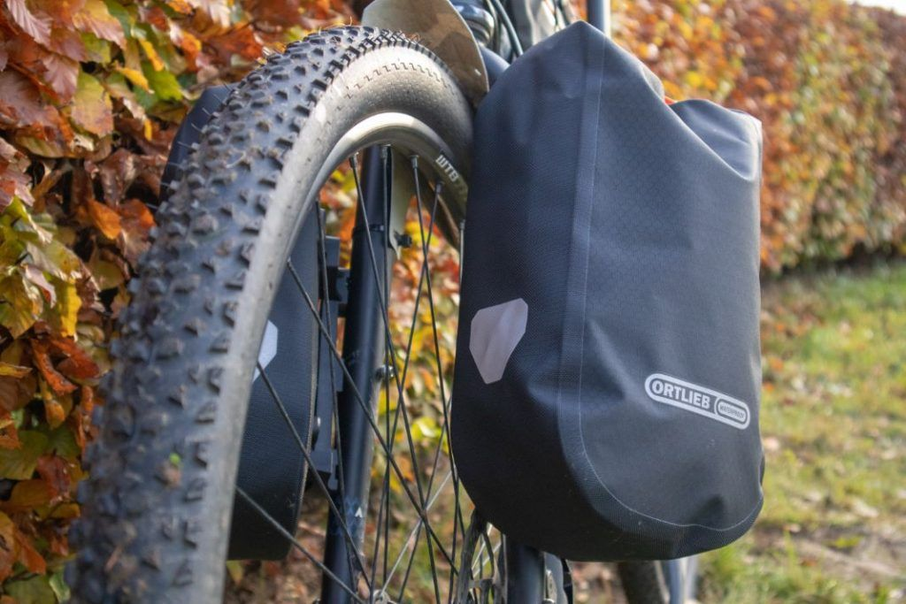 Ortlieb Fork Pack Test Fahrrad Gabeltaschen in der Praxis am Reifen