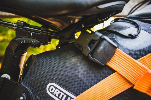 Ortlieb seat pack gurt montage am sattel satteltasche