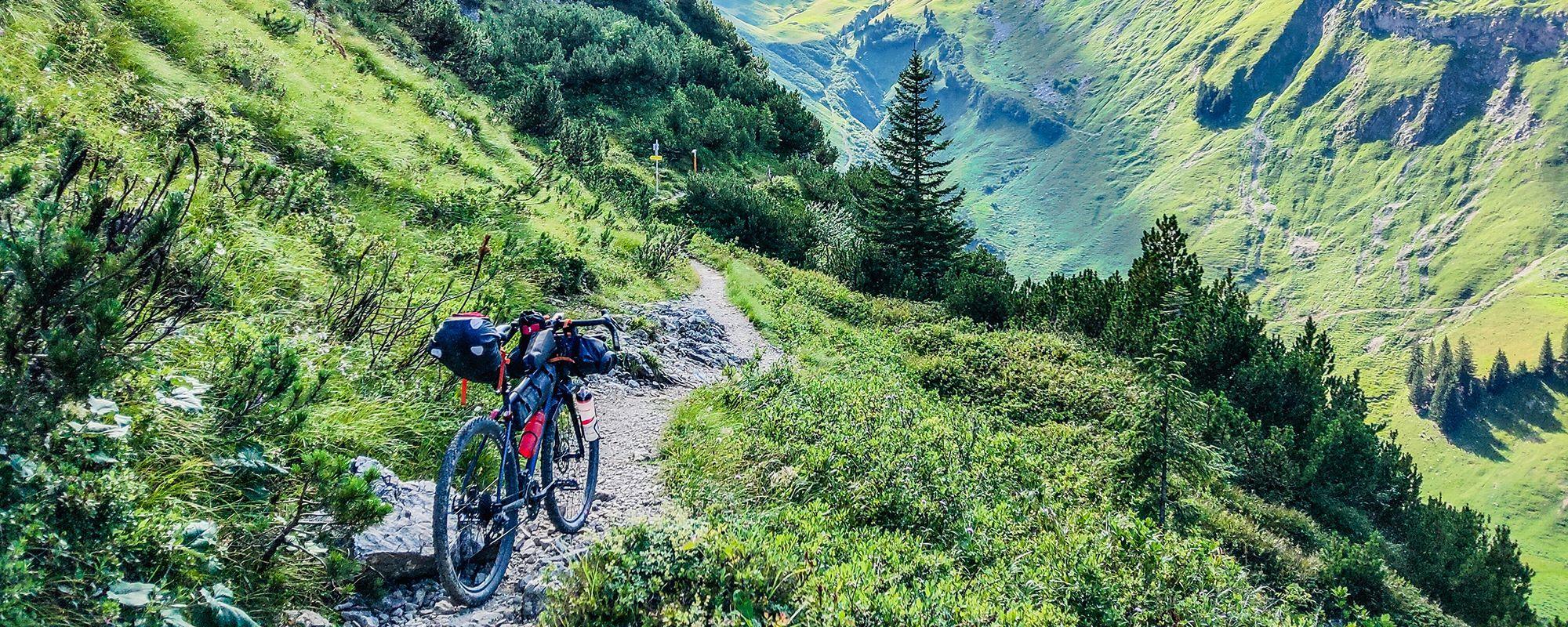Legendärer Schrofenpass: MTB Highlight in den Alpen (Route und alle Infos)