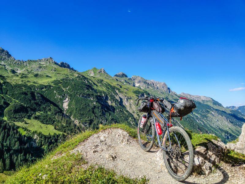 Schrofenpass MTB Bikepacking Touren durch die Alpen