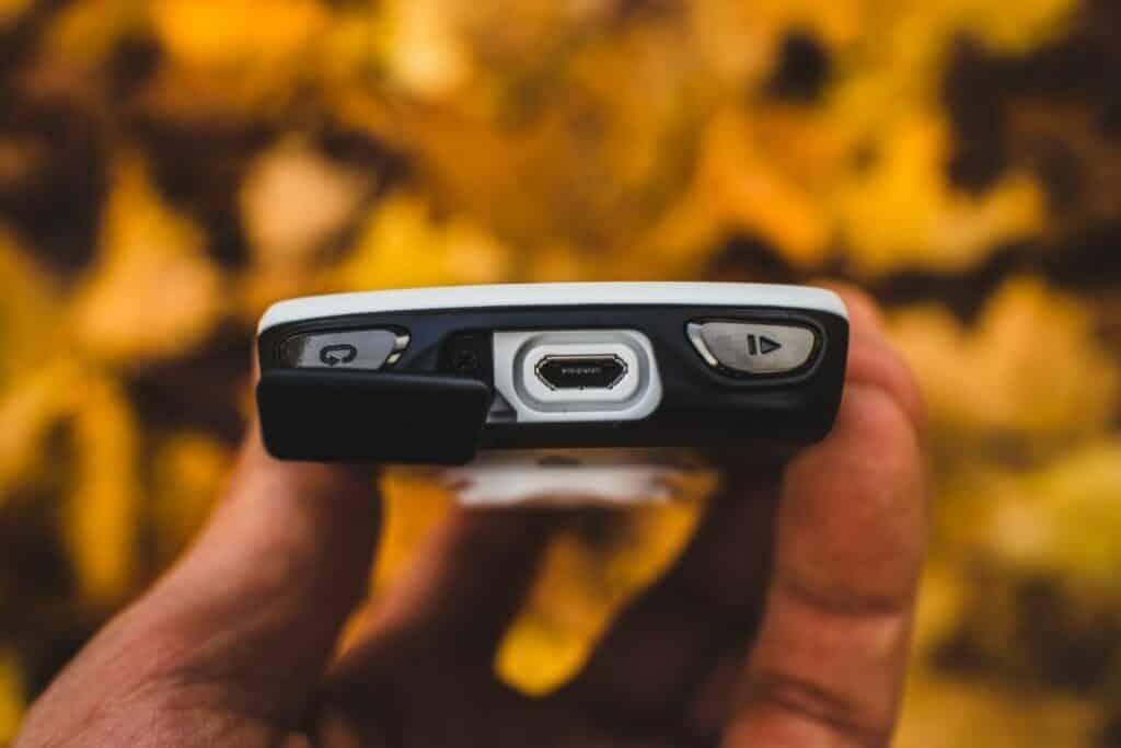 Garmin Edge 1030 Fahrradnavi Micro USB Anschluss