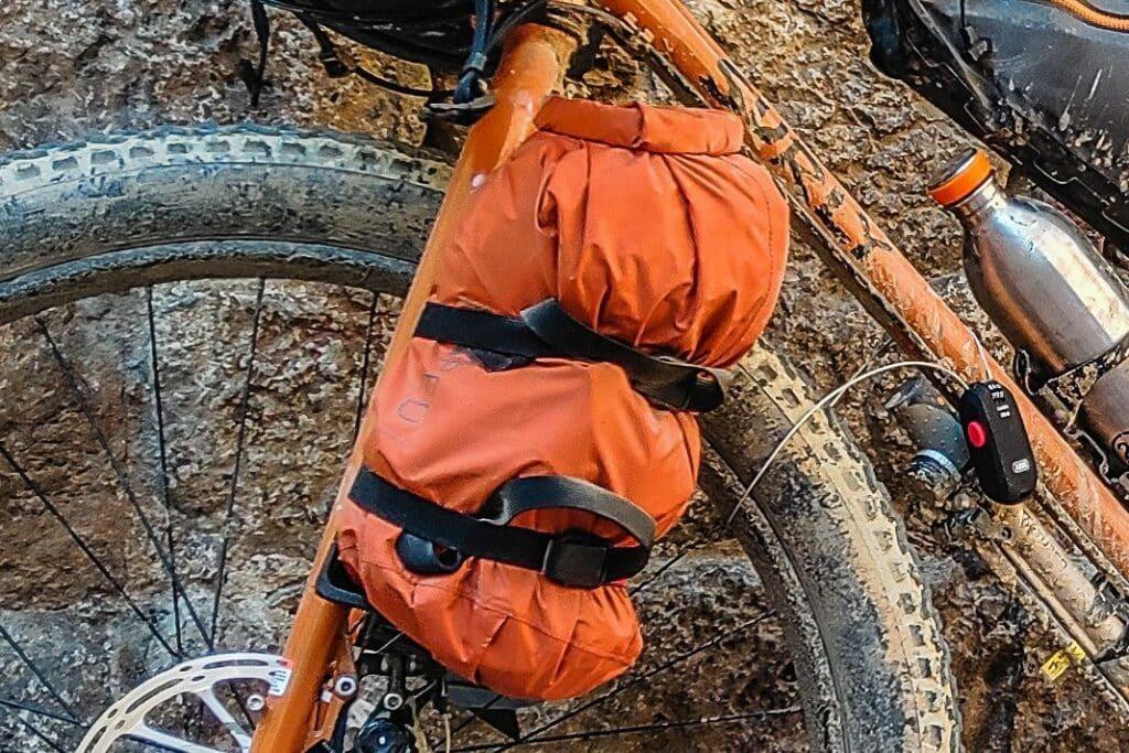 Bikepacking Taschen Test Vergleich Bikepacking Gabeltasche