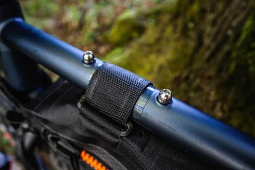 Bombtrack Beyond Test Bohrung für Bikepacking Oberrohrtasche