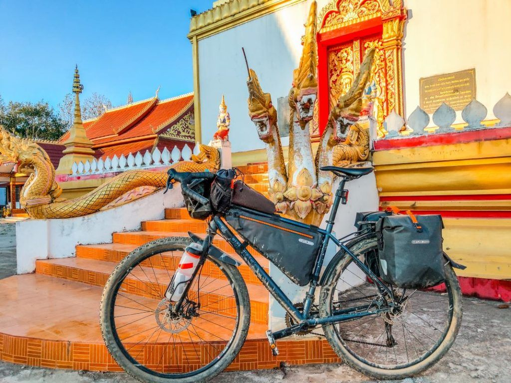 Bombtrack Beyond Radreise Packliste Laos Tempel