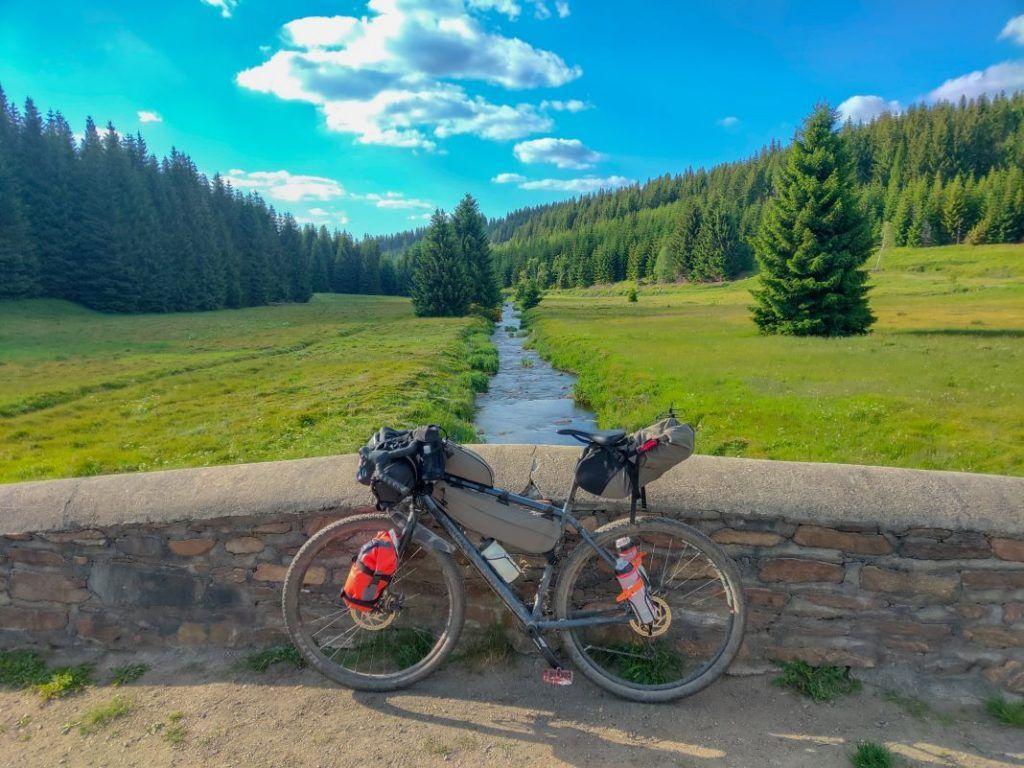 Topeak Bikepacking Taschen Test Erfahrungen Landschaft