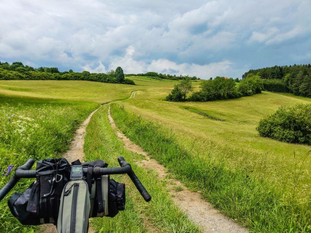 Topeak Bikepacking Taschen Test Erfahrungen Schotter Landschaft