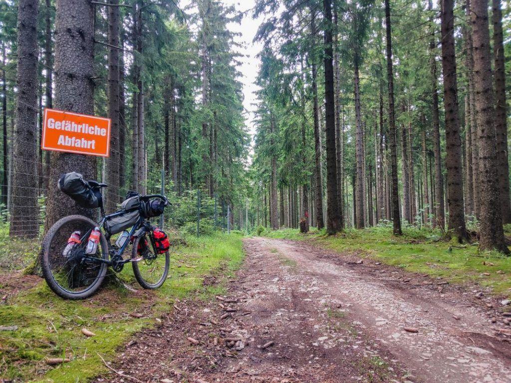 Topeak Bikepacking Taschen Test Erfahrungen Wald Trail Gelände