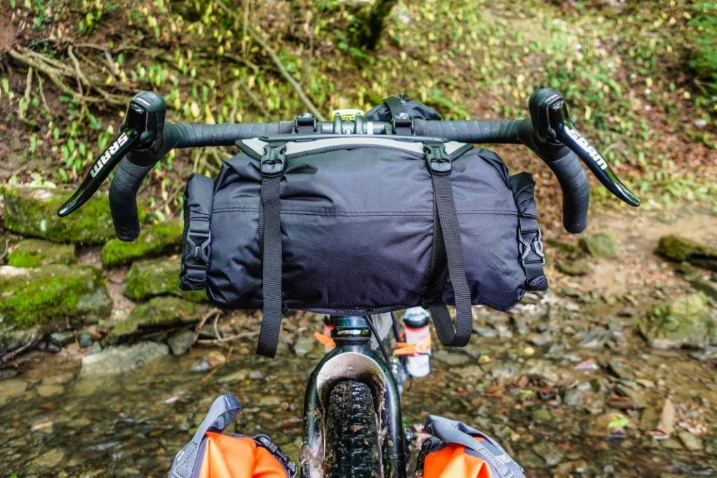 Topeak Frontloader Lenkertasche Lenkerrolle Fahrrad Bikepacking Test Befestigt