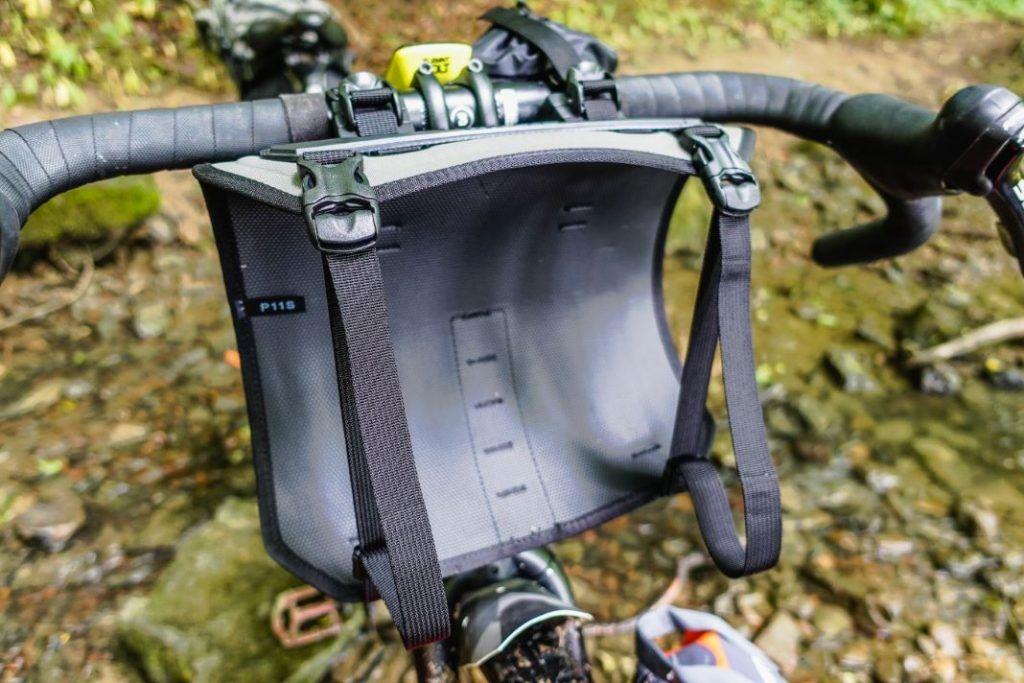 Topeak Frontloader Lenkertasche Lenkerrolle Fahrrad Bikepacking Test Lenkergeschirr
