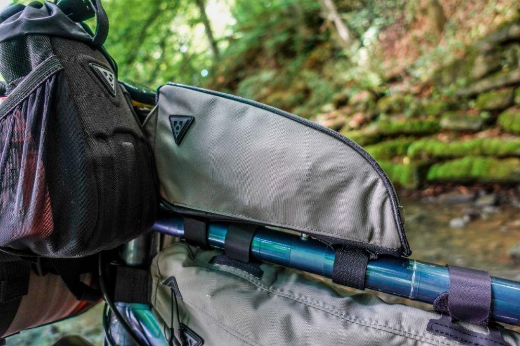 Topeak Toploader Oberrohrtasche Bikepacking Taschen Test Befestigung Seite