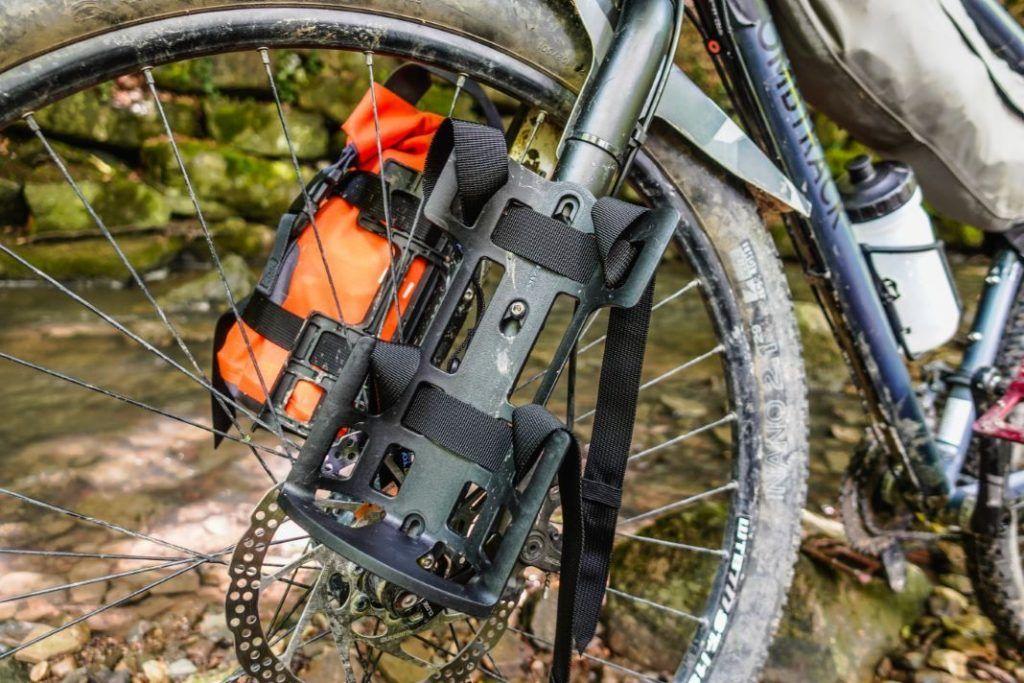 Topeak Versacage Gabeltasche Flaschenhalter Bikepacking Test Gurte