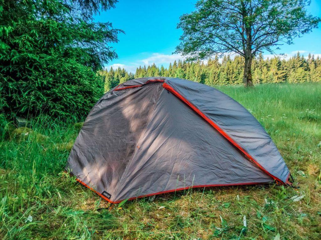 Trekkingzelt Forclaz Trek 900 Zelt freistehend geschlossen