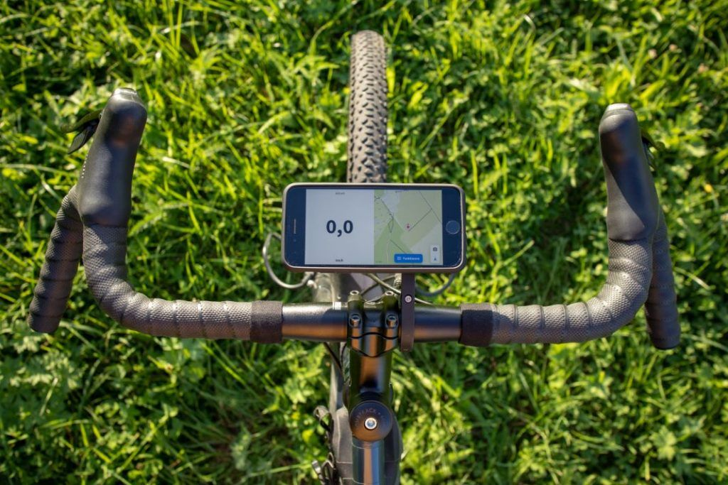 SP Connect Roadbike Bundle iPhone to Aero Mount Landscape