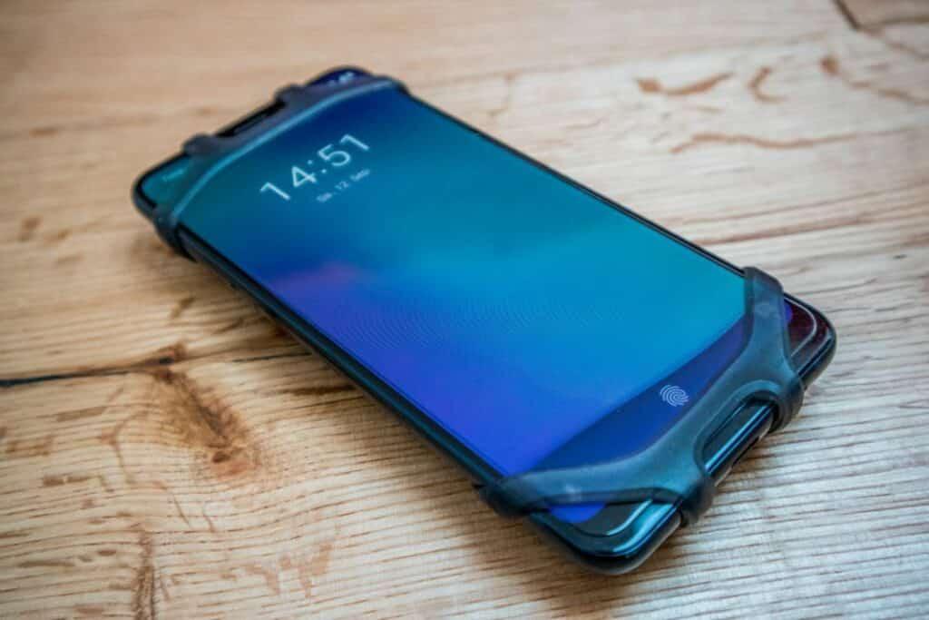 Topeak Omni Ridecase Test Handyhalterung am Smartphone