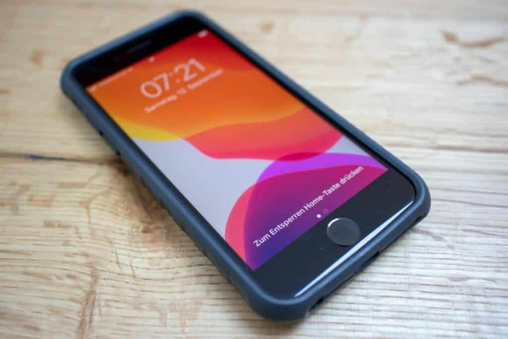 Topeak Ridecase phone mount on iPhone