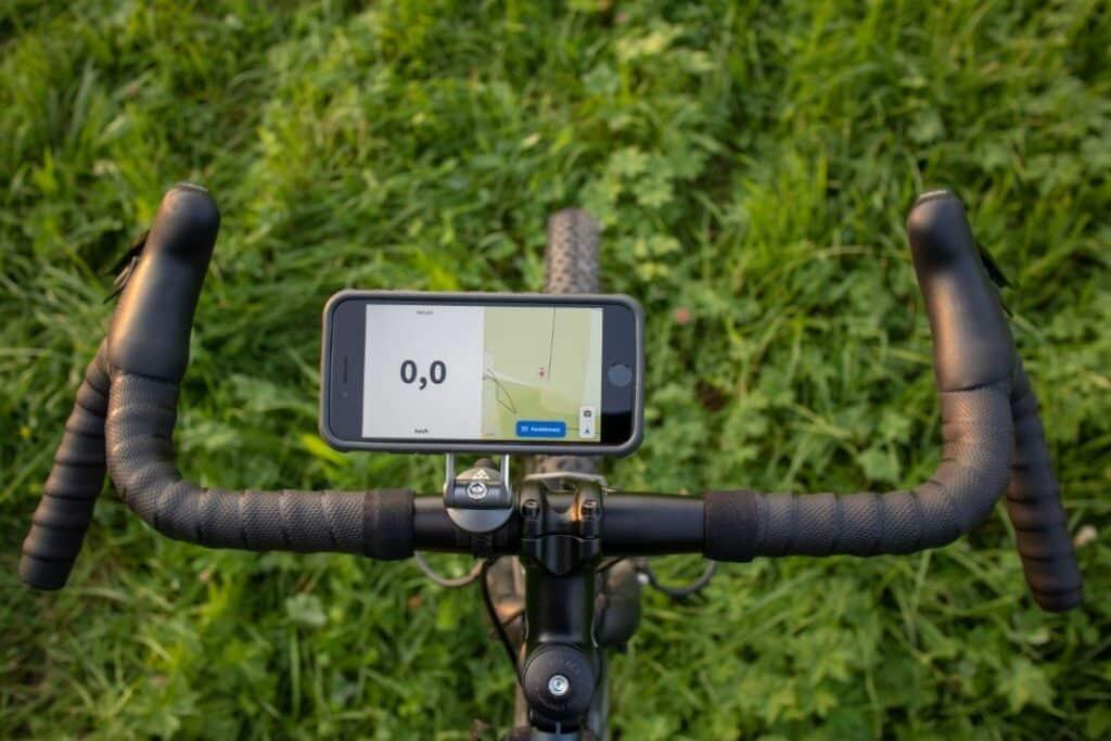 Topeak Ridecase handlebar mount iPhone landscape left