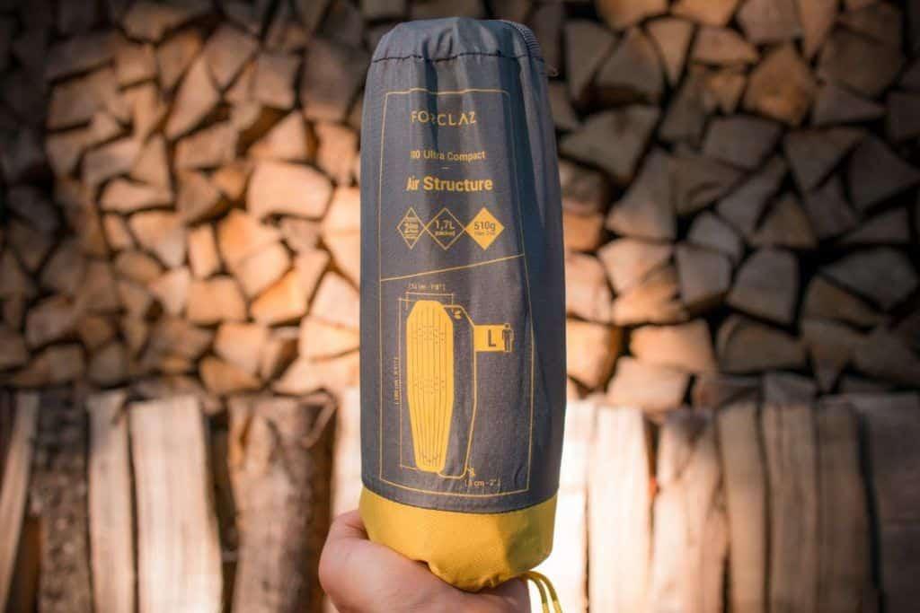 Ultraleicht Isomatte kleines Packmaß Test Decathlon Trek 700 Trekking Luftmatratze Packsack