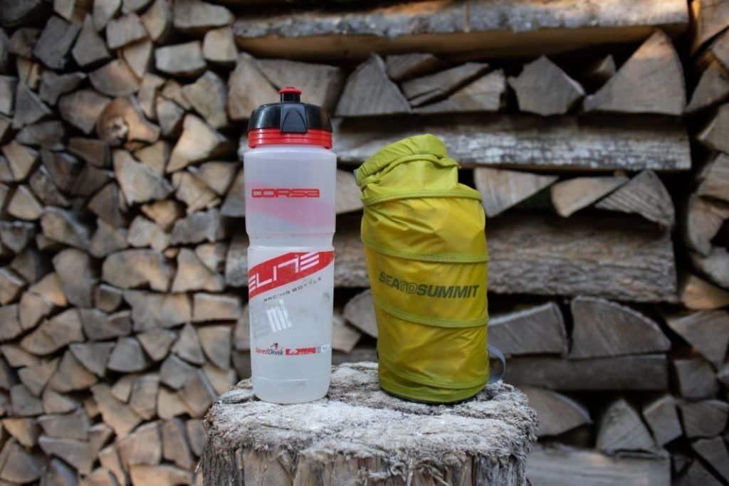 Ultraleicht Isomatte kleines Packmaß Vergleich mit Flasche Sea to Summit Ultralight Mat
