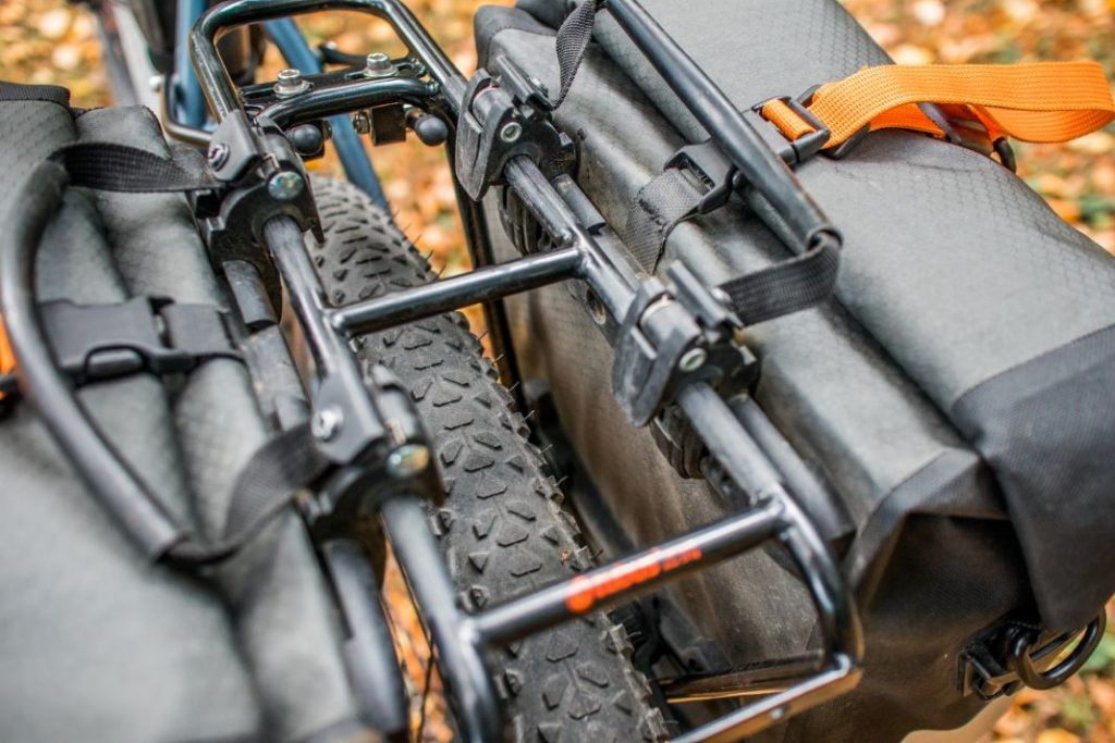 Ortlieb Gravel Pack Test kleine Fahrradtaschen fürs Mountainbike befestigt am Gepäckträger