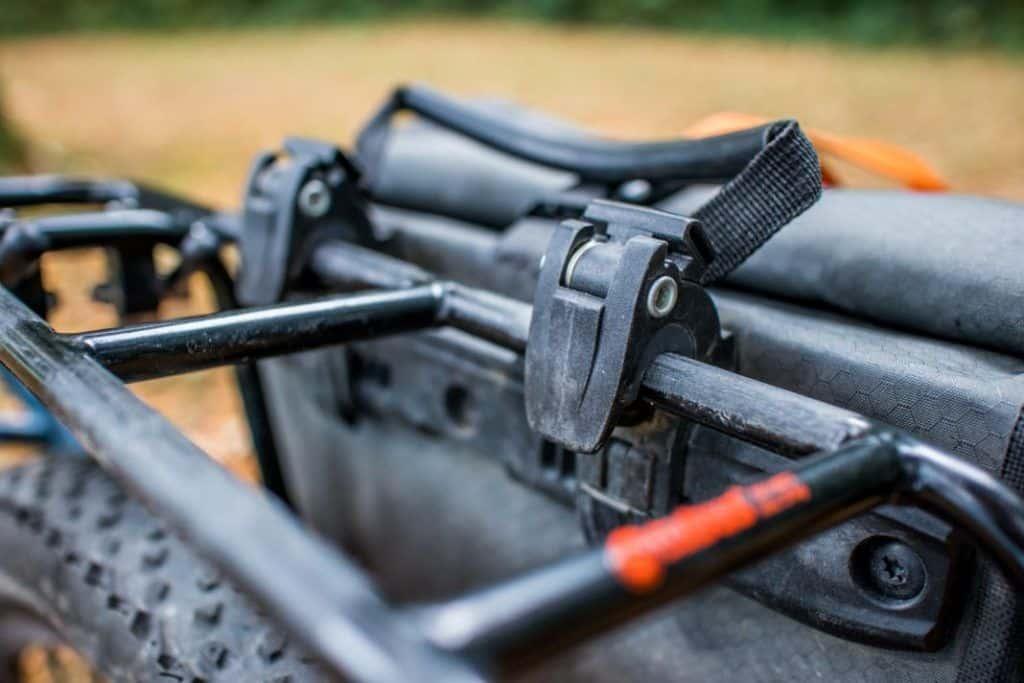 Ortlieb Gravel Pack Test kleine Lowrider Radtaschen vorne und hinten Haken