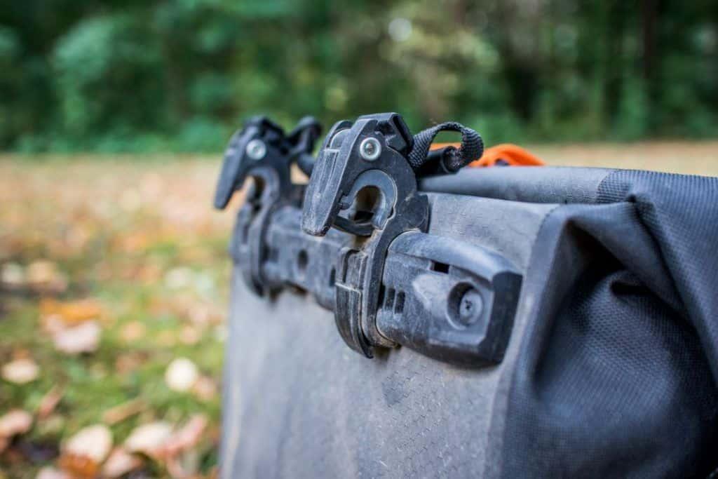 Ortlieb Gravel Pack Test kleine Lowrider Radtaschen vorne und hinten Quick-Lock