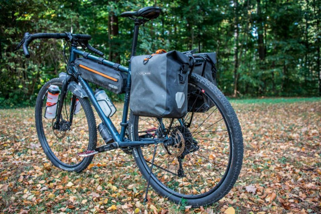 Ortlieb Gravel Pack Test wasserdichte Fahrradtaschen für hinten Action Shot