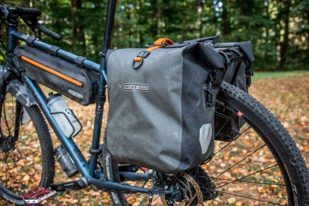 Ortlieb Gravel Pack Test wasserdichte Fahrradtaschen für hinten zum Einhaken