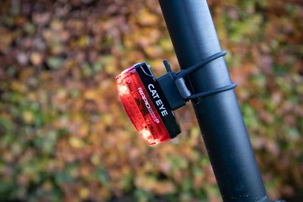 Cateye GVolt 50 Erfahrungen Cateye Rücklicht Cateye Rapid Micro G Test am Fahrrad befestigt
