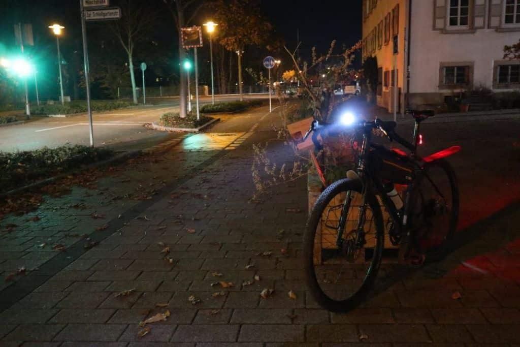 Cateye GVolt 50 Test Leuchtkegel in der Stadt Fahrradlampe