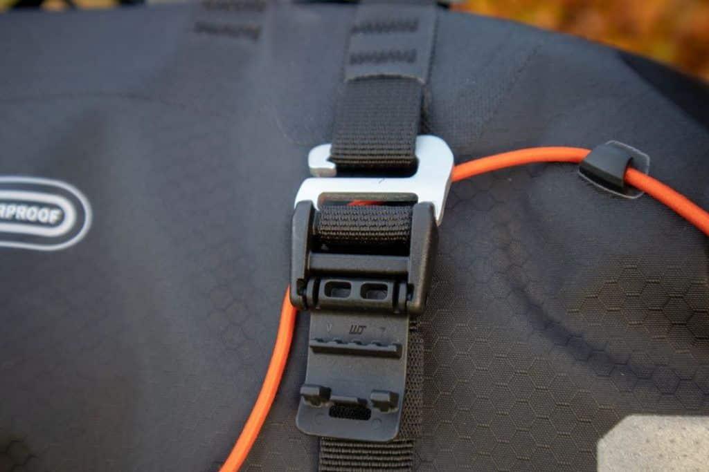 Ortlieb Handlebar Pack 15L Haken für Befestigung der Bikepacking Lenkertasche