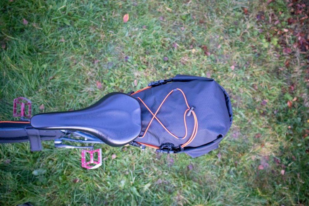 Ortlieb Seat Pack 11L Erfahrungen mit der Bikepacking Satteltasche Ansicht von oben