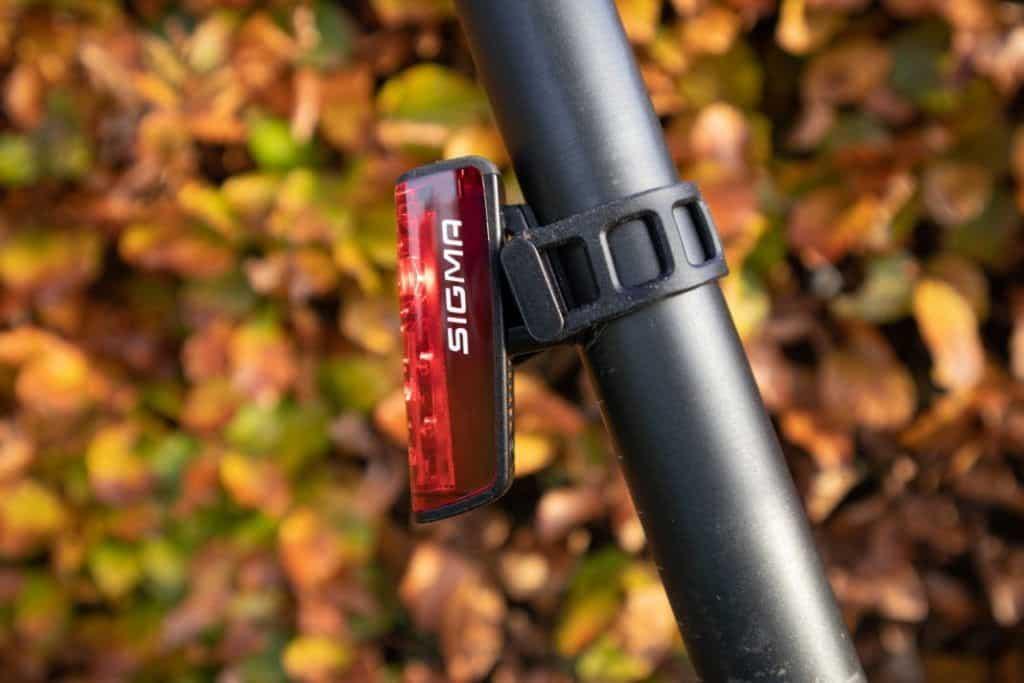 Sigma Aura 80 Blaze Fahrrad Rücklicht am Fahrrad Sattelrohr