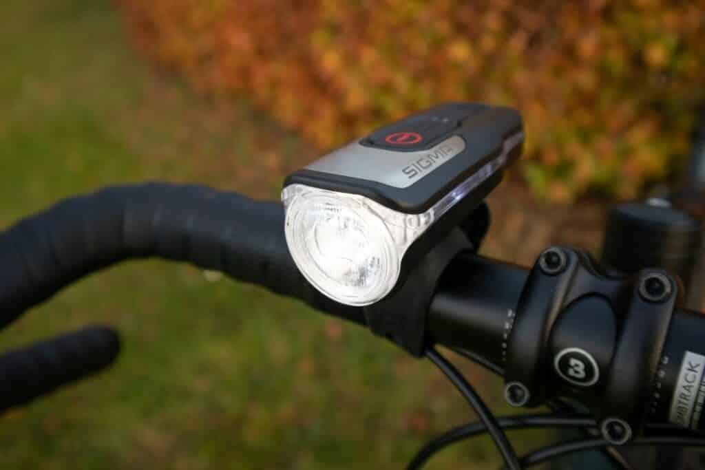 Sigma Aura 80 Test Fahrradlampe am Lenker