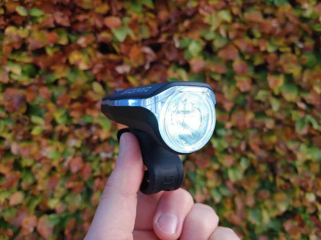 Sigma Sport Aura 60 Test Fahrradlicht leuchtet hell