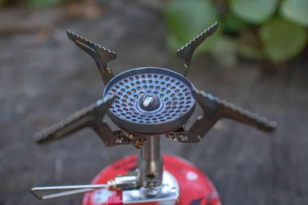 Soto Amicus Erfahrungen Outdoor Gaskocher auf Gaskartusche geschraubt