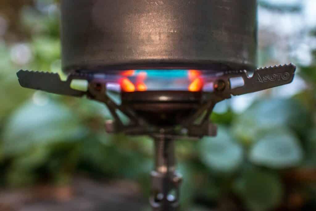 Soto Windmaster Test - Feuer zwischen Brennkopf und Kochtopf