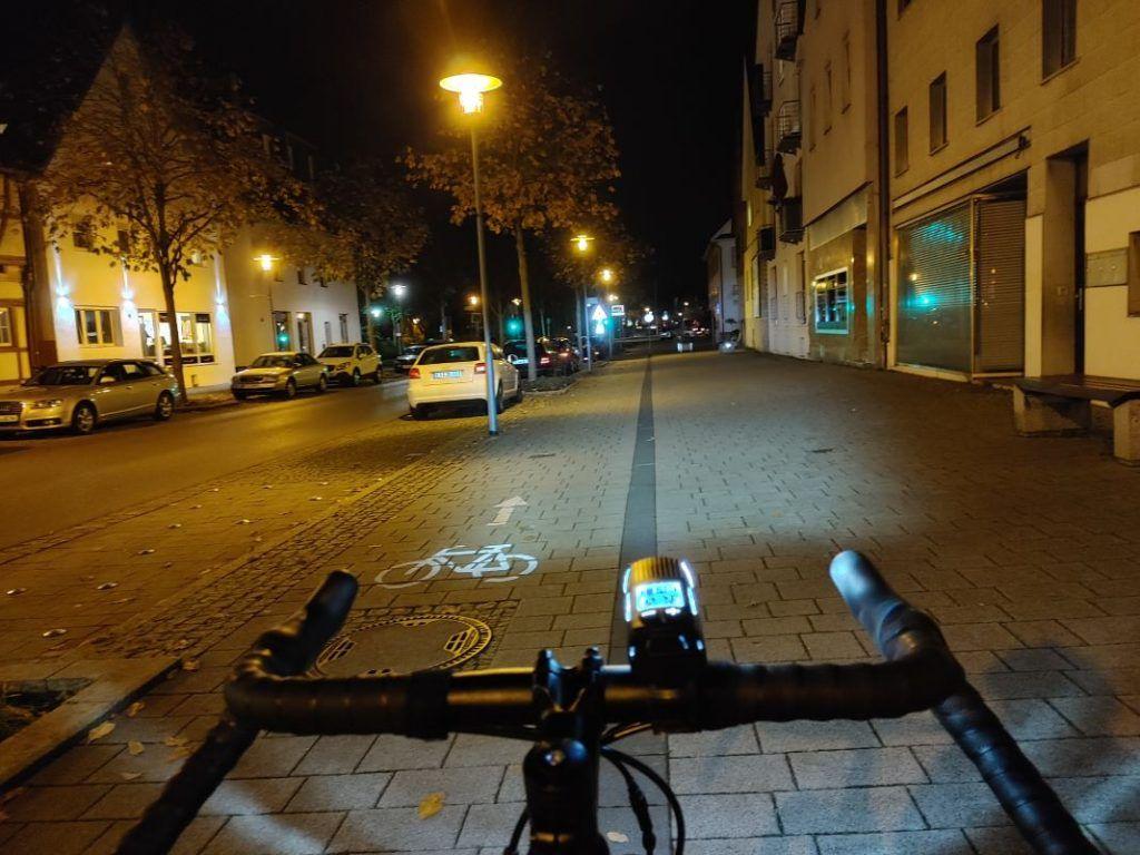 Trelock LS 760 I-GO Vision Test Lichtkegel in der Stadt Fahrradlampe