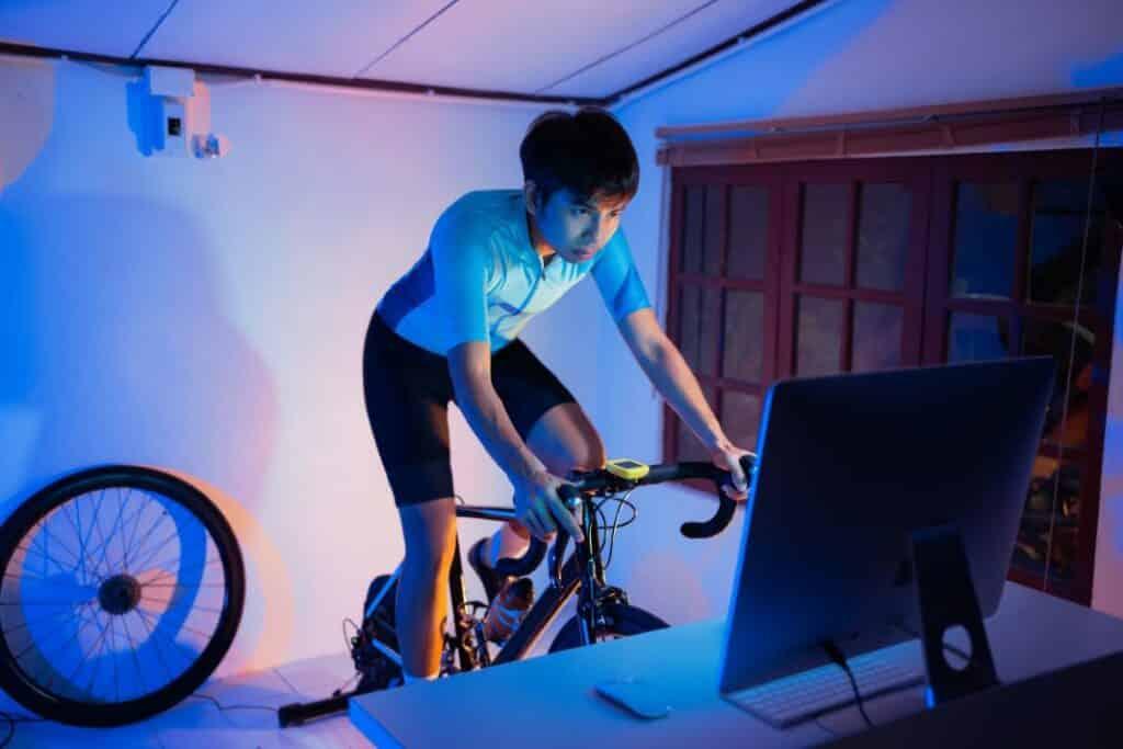 Smart Rollentrainer Test für Fahrradtraining zuhause