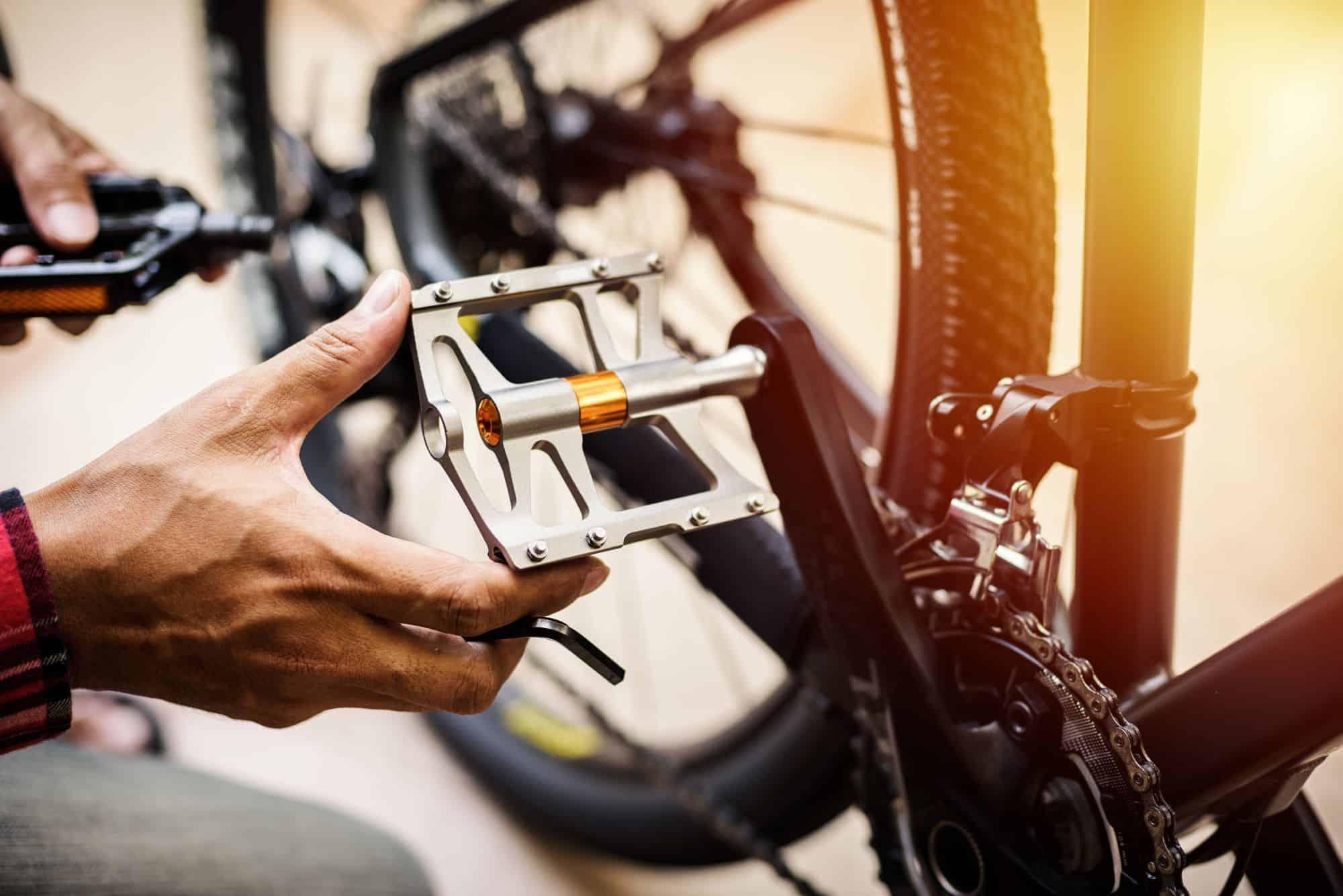 Fahrradpedale wechseln, abschrauben und montieren: einfache Schritt-für-Schritt Anleitung