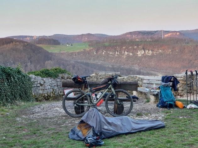 bikepacking anfaenger outdoor research biwak biwaksack