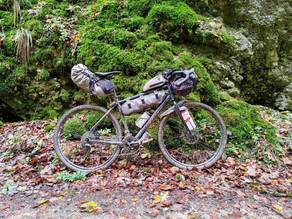 bikepacking overnighter ausrüstung herbst packliste