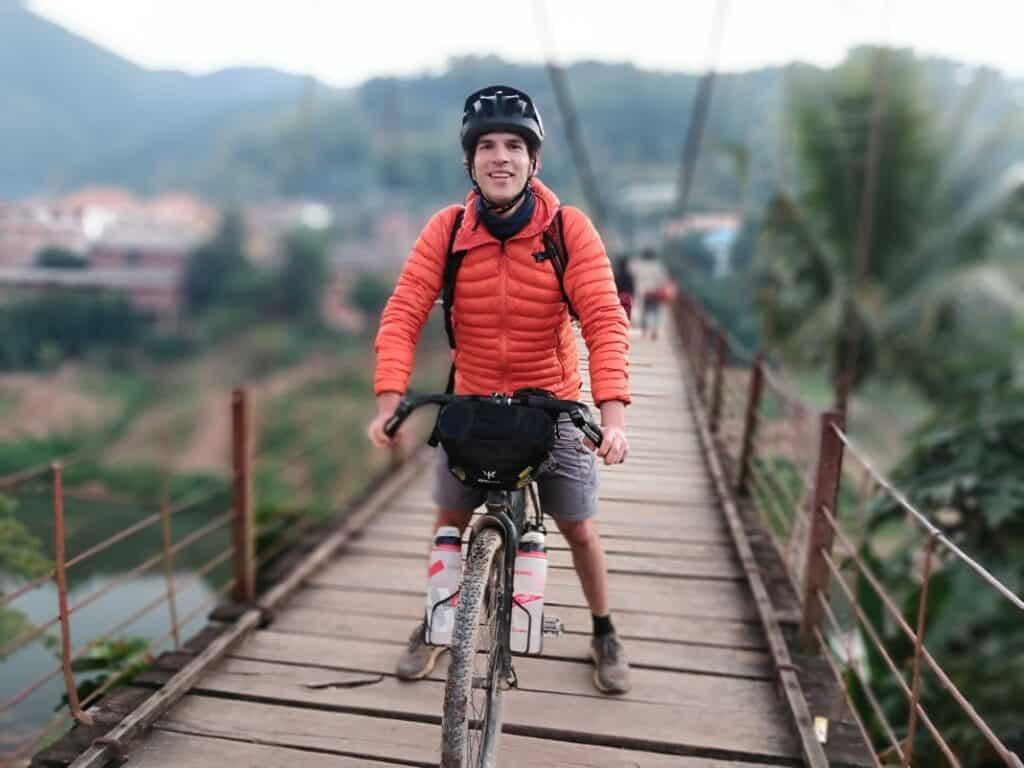 bikepacking tipps decathlon daunenjacke laos