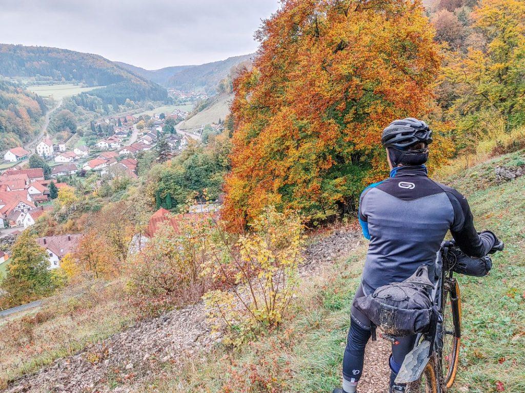 fahrrad tour aussicht im herbst